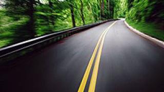 Европарламентът иска максимална скорост на автомобилите от 160 км/ч