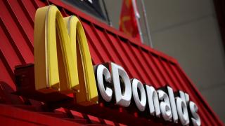Противоречиво полугодие отчита McDonald's