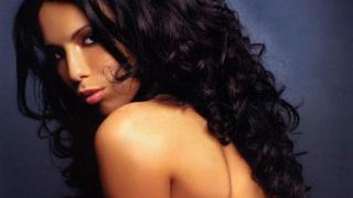 Мис България Вселена 2007 се заби с футболист