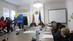 Родители на протест във Враца - орязват профилираните паралелки в училищата