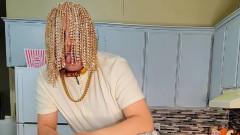 Златни вериги вместо коса - защо не
