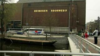 Музеят на бирата Heineken отваря врати в Амстердам