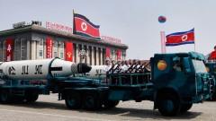 """Северна Корея провежда """"сплашващ"""" военен парад ден преди Олимпиадата"""