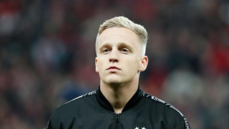 Отново съжаляват Ван де Беек за тежката му ситуация в Юнайтед