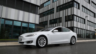 Tesla сама ще добива литий за батериите си
