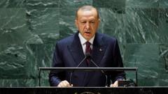 Обвиняват Ердоган, че гони посланиците, за да отклонява вниманието от проблемите