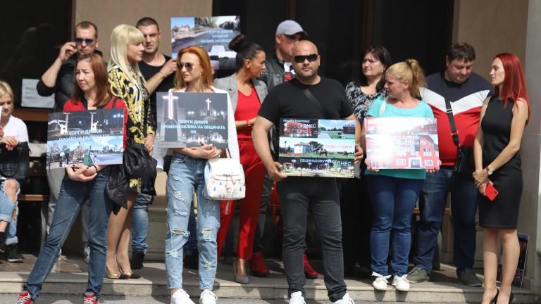 В Божурище отново излязоха на протест в защита на кмета,