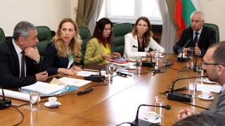 Валери Симеонов се загрижи за спокойствието на туристите по морето