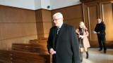 Бившият ректор на МУ прехвърля отговорността за сделките на секретаря