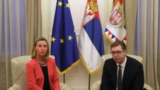 Могерини спешно кацна в Белград