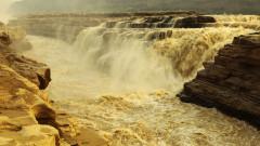 Защо е жълт жълтият водопад в Китай