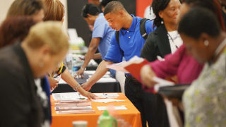 Свободните работни места в САЩ са повече от броя на безработните