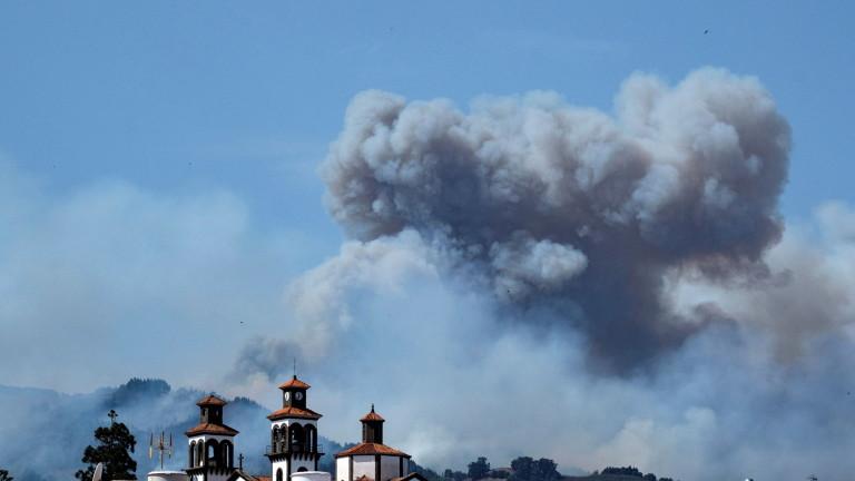 Огнената стихия, обхванала Канарските острови от вчера, доведе до евакуацията