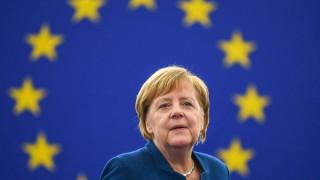Меркел щастлива от края на спора между Скопие и Атина