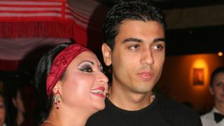 Софи Маринова вдига пищна сватба, жени се за доведения си син