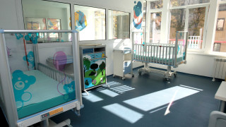 Изписаха от болница 4-годишното, паднало от тераса в Габрово