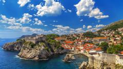 Балканската страна, която е 2 пъти по-малка и очаква 2 пъти повече туристи от България