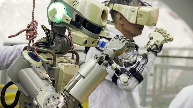 Русия изстреля ракета, превозваща робот с човешки размер до Международната