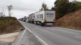 Шофьорът на тира от катастрофата край Лесово е заспал