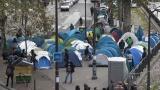 Френски съд нареди правителството да предостави вода, душове и тоалетни на мигрантите