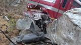 Влакът Варна-София се блъсна в скали край Пловдив