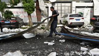 Торнада убиха 12 души и раниха 300 в централен и източен Китай