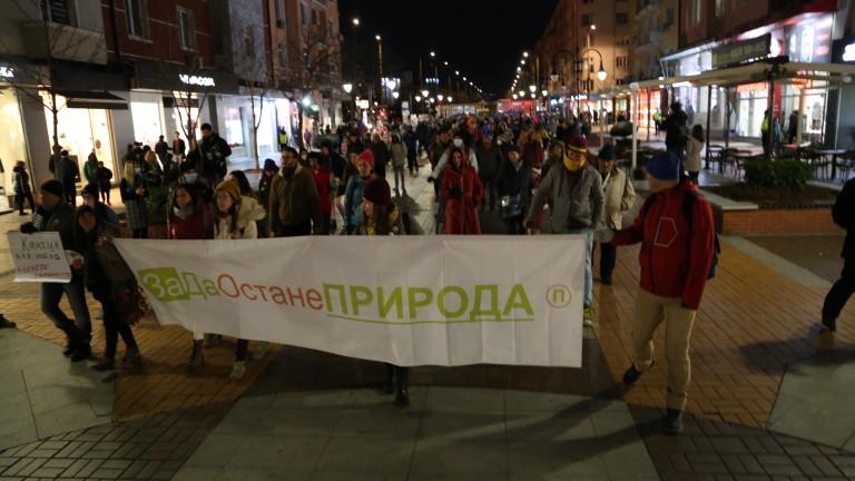 Протестиращи настояват за спешни и трайни решения срещу незаконното строителство