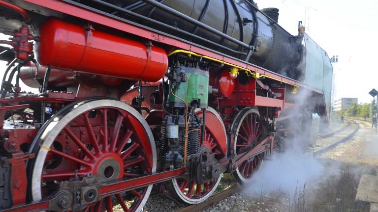 БДЖ планира нови атракционни  пътувания с парен влак