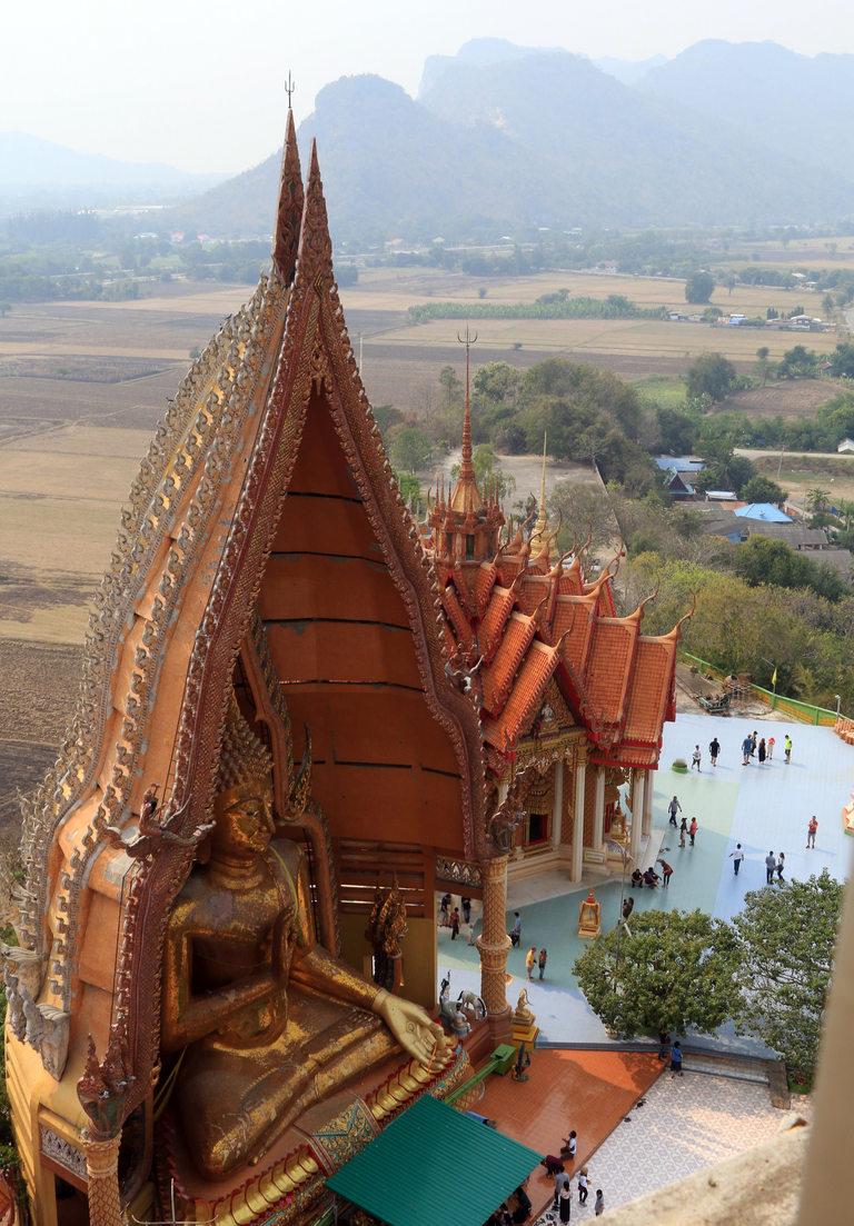 Будистките храмове са внушителни и много красиви