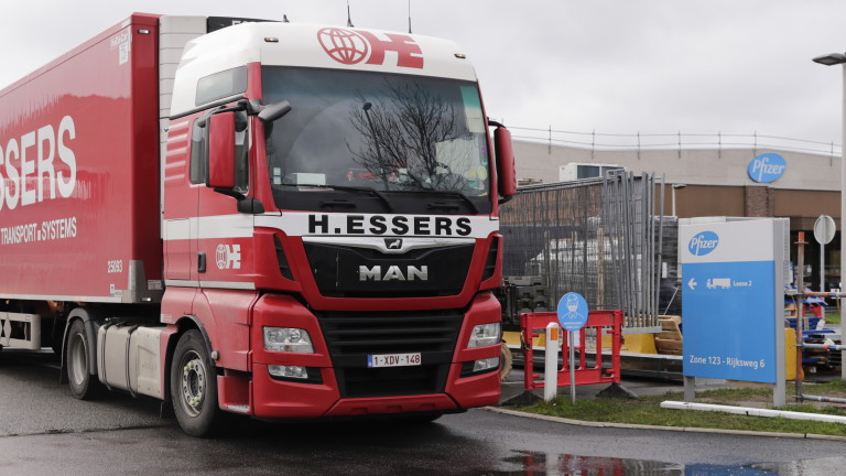 В ЕС потеглиха камиони с ваксината на Pfizer-BioNTech