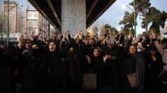 Лъжат, че врагът е Америка, нашият враг е точно тук, скандират иранци срещу правителството