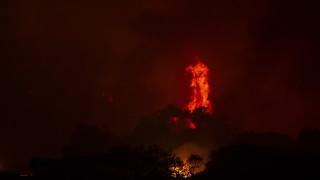 Бушуващите пожари напредват към ТЕЦ в Турция