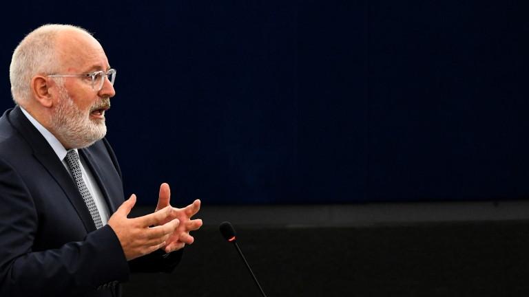 Валенса и бивши лидери призоваха ЕС  да защити полската демокрация