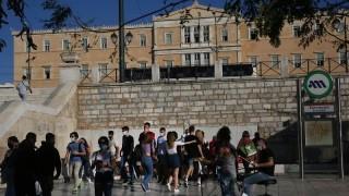 Рекордни 935 заразени в Гърция