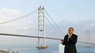 В Турция отстраниха 1500 служители на затворите за връзки с Гюлен