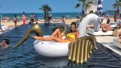 """""""Златните момичета"""" събират погледи на плажа (СНИМКИ)"""