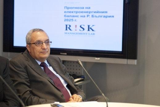 Плоският данък не върши работа, според Костов