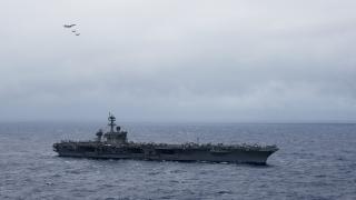 Съвместни учения на американски самолетоносач и японски военни кораби