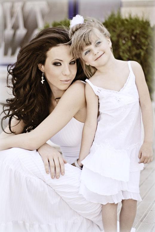 Мис България Вселена стана майка