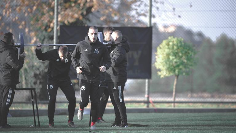ЦСКА предлага професионален договор на 17-годишен, Антов остава