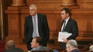 Управляващите искат властта, за да довършат замислените грабежи, обвини ги БСП