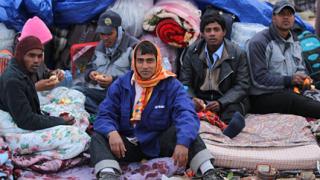 Наш самолет евакуира бежанци от Либия
