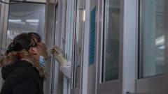 Китай с първа жертва от 8 месеца, СЗО пристигна в Ухан