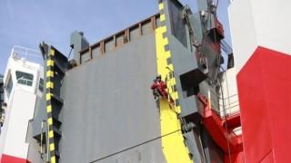 """""""Грийнпийс"""" щурмува кораб с автомобили на """"Фолксваген"""" за Великобритания"""