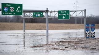23 са жертвите от наводненията в Илинойс и Мисури