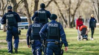 Петима ранени и 300 задържани при протести в Берлин