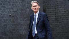 Брекзитът може да отнеме повече от 2 години, предупреди Хамънд