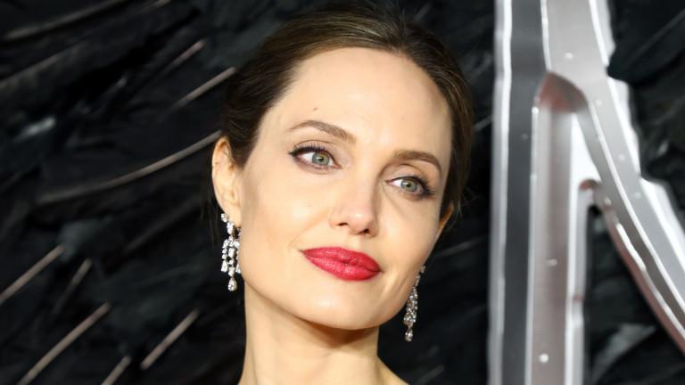 Ще се омъжи ли отново Анджелина