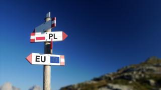 """Туск предупреди за """"сериозна опасност"""" от излизане на Полша от ЕС"""