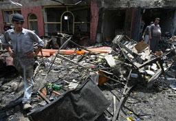 Атентатор-самоубиец се взриви до конвоя на иракски министър